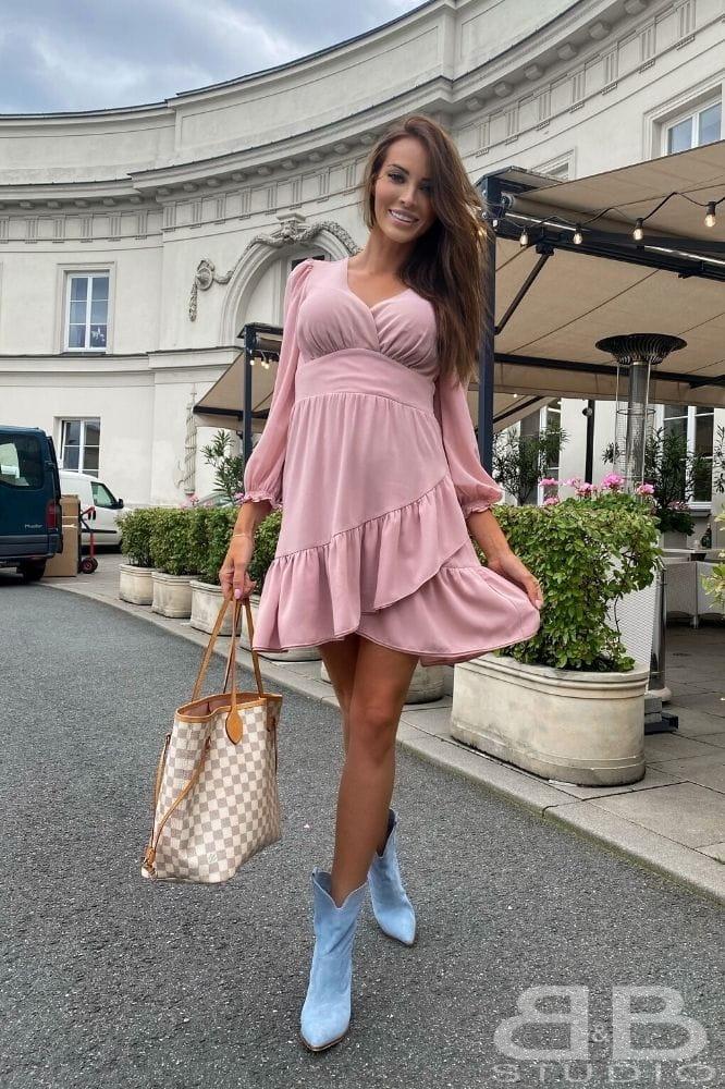 Krotka-sukienka-pudrowy-roz
